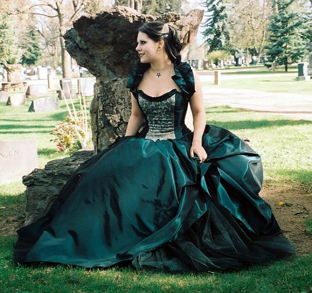 Gothic wedding dress courtesy of Gothic4Weddings
