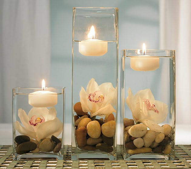 Floating candle centrepiece | Confetti.co.uk