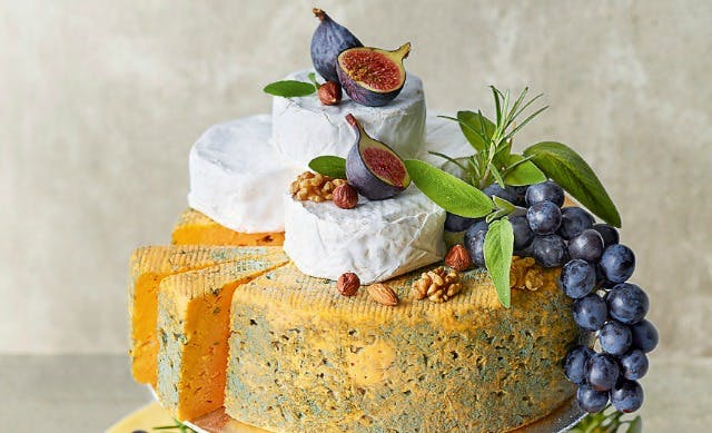 wedding cake knife marks and spencer cheese wedding cakes get the royal seal of approval 23022