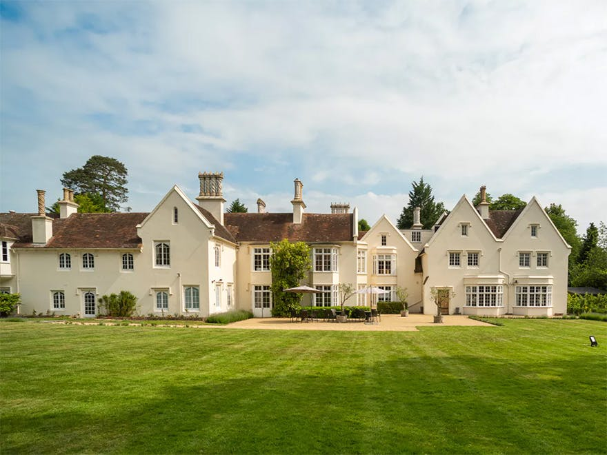 Silchester House Beautiful English Country House and Garden Wedding Venue | Confetti.co.uk