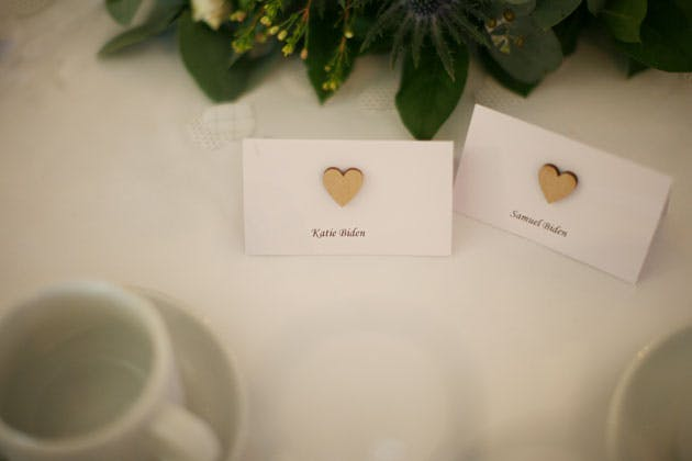 Place cards with gold hearts