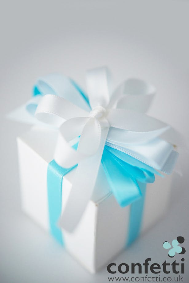 DIY Article Blue Ribbon Box