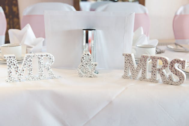 Mr and Mrs diamante sign