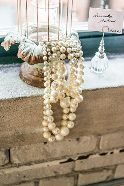 Vintage Glamour White and Ivory Pearls Wedding Decor | Confetti.co.uk