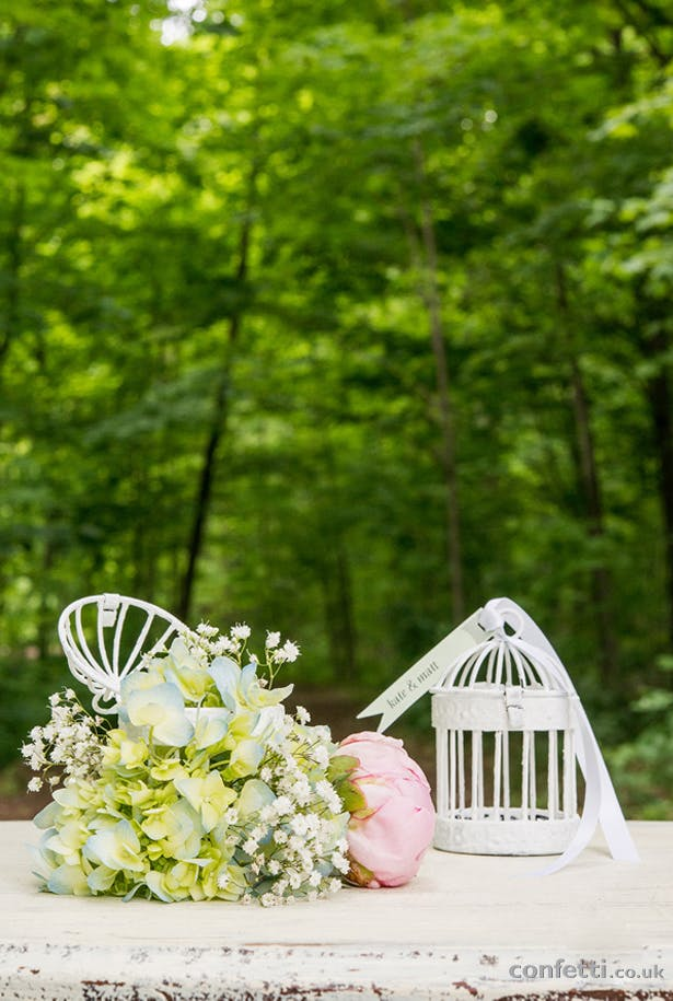 DIY Article Birdcage Setup Flowers White