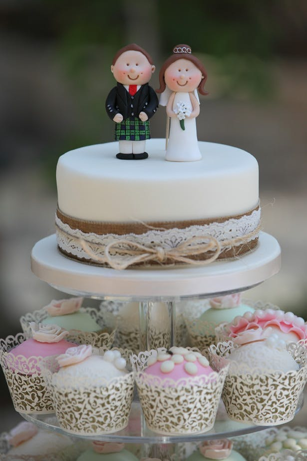 Wedding vintage cupcakes with personalised cake toppers