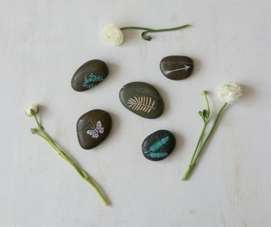Decorative Rocks - Place Card Holders | Confetti.co.uk