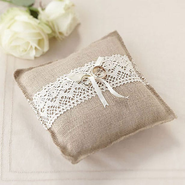 Lace and burlap vintage ring cushion | Confetti.co.uk