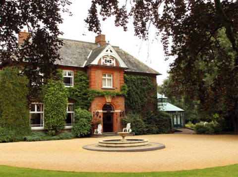 The stunning Ardencote Manor Wedding Venue in Warwick