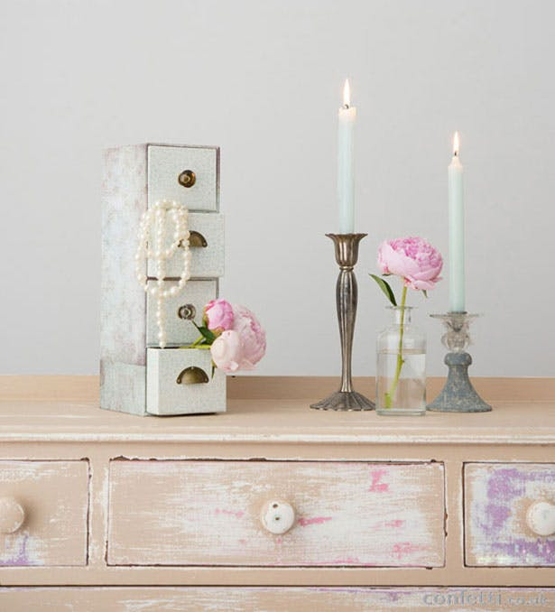 DIY vintage wedding drawers | Confetti.co.uk