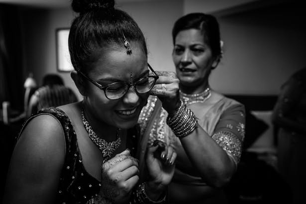 Bridal party getting ready | Indian bridesmaid getting ready | Confetti.co.uk