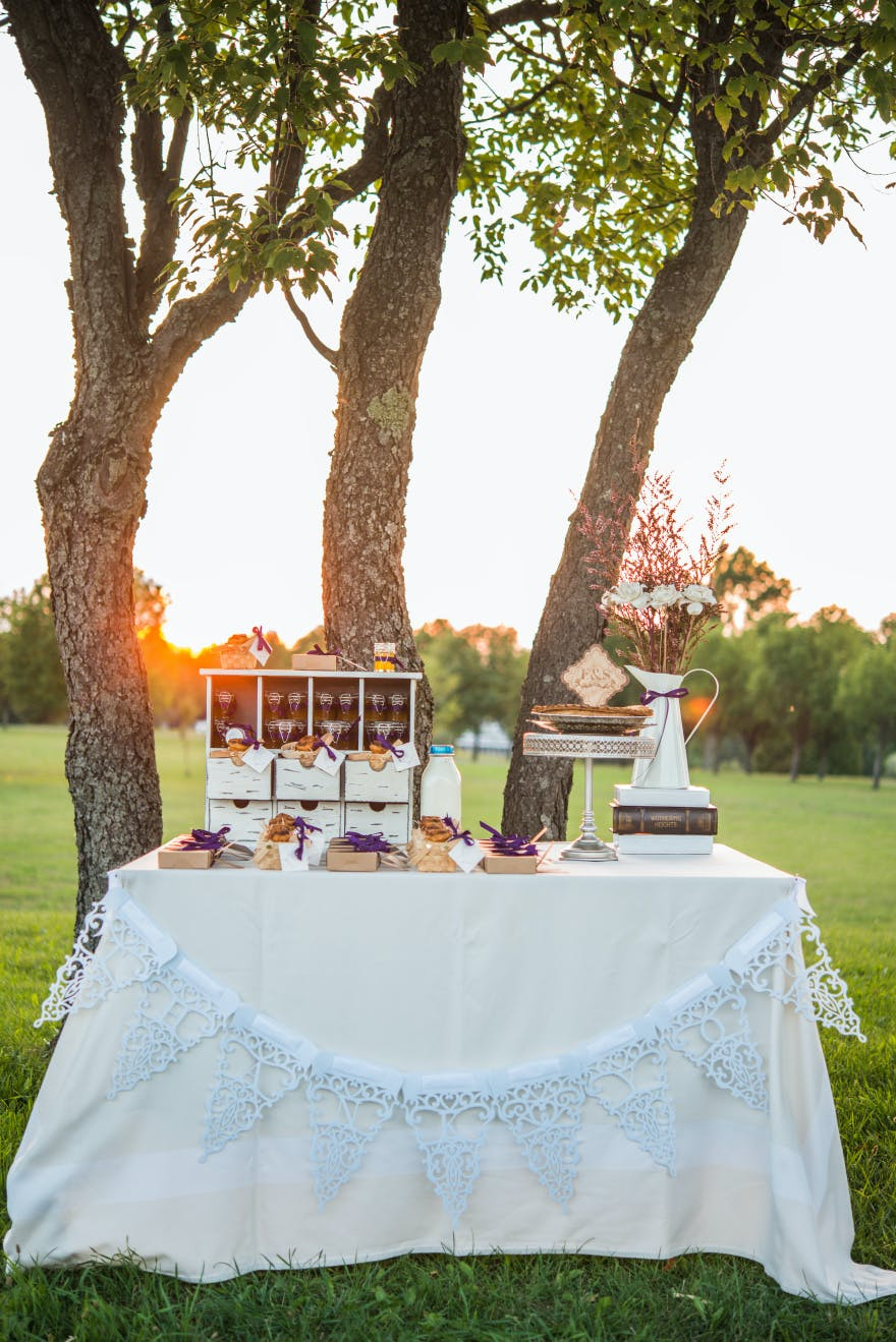 Rustic Country Wedding Table | Confetti.co.uk