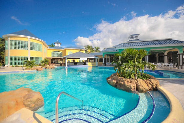 Take a relaxing dip in the pool on your Jamaican honeymoon | Confetti.co.uk