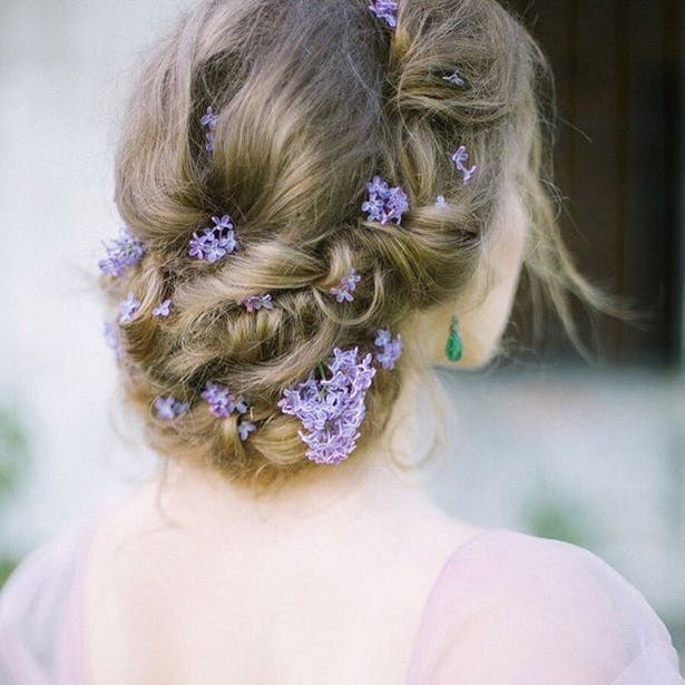 Flowers in Hair | Confetti.co.uk