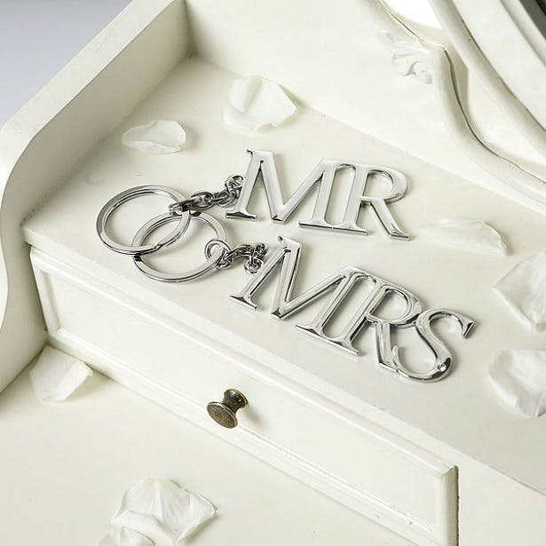 Mr and Mrs Mr and Mrs quiz questions key rings set | Confetti.co.uk