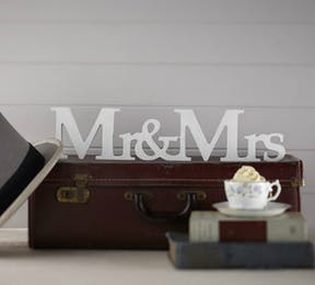 Vintage Affair Mr and Mrs wooden sign | Confetti.co.uk
