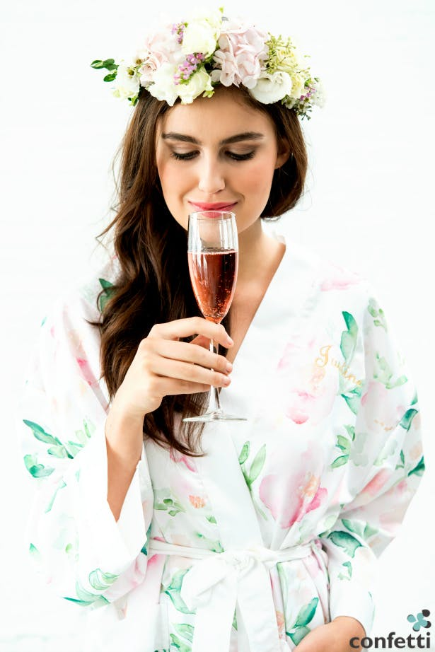 Serve your wedding guests Prosecco with 11 ways to enjoy Prosecco on your wedding day from Confetti.co.uk