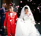 Confetti being thrown over the bride and groom | Confetti.co.uk