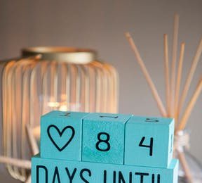 Mr and Mrs Building blocks representing a wedding countdown