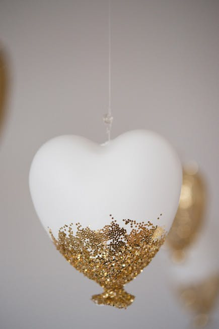 Gold Heart Decor | Confetti.co.uk