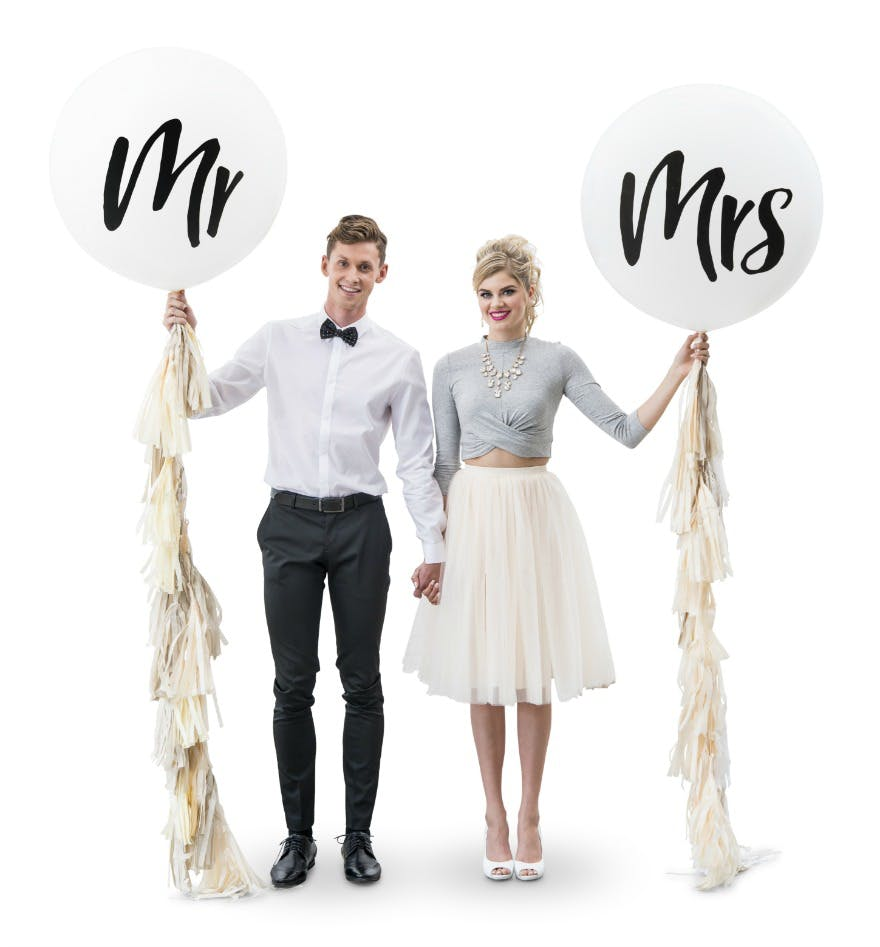 Mr and Mrs jumbo wedding balloons | Confetti.co.uk