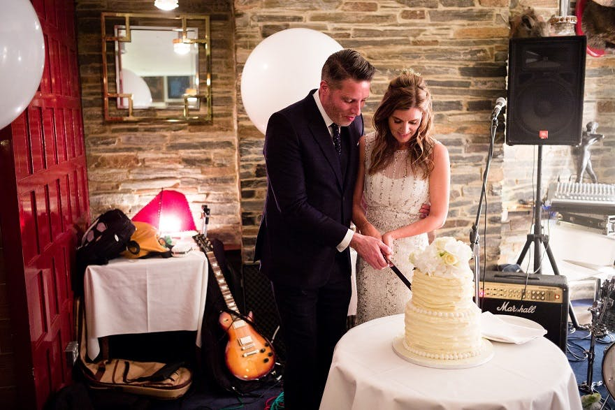 Bride & Groom cutting cake at Soho City Wedding | Confetti.co.uk