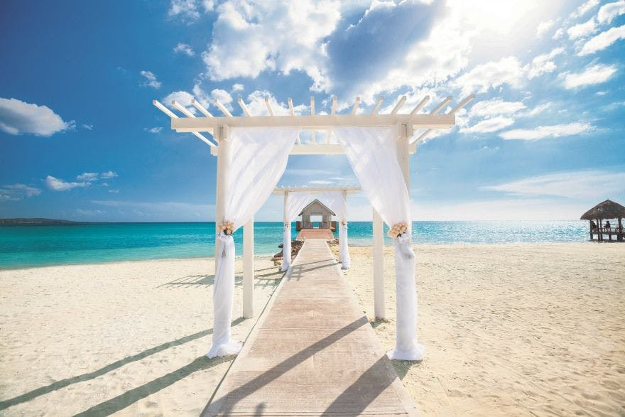 Caribbean Wedding Experience at Sandals South Coast Jamaica | Confetti.co.uk