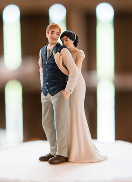 A Sweet Embrace Bride Embracing Groom Couple Figurine Charming Rustic Wedding Cake Topper Inspiration   Confetti.co.uk