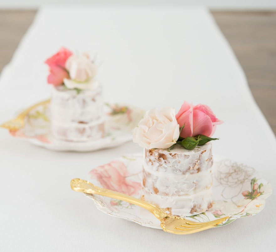 Miniature White and Pink Roses Cakes with Vintage Floral Plates and Gold Forks | Confetti.co.uk