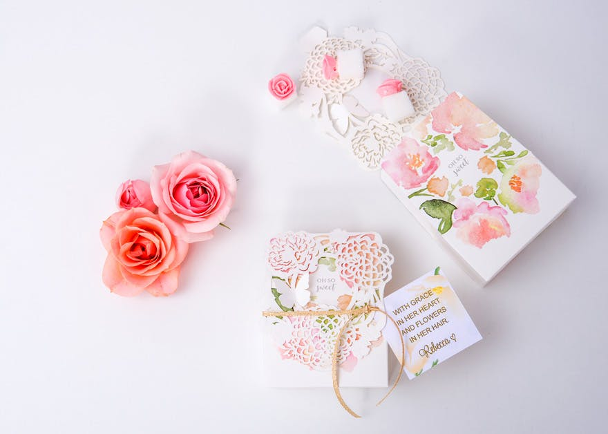 Pretty Pink and Roses Favour Boxes | Confetti.co.uk