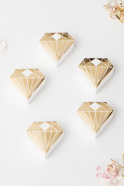 Metallic Gold Glamorous Diamond Favour Box | Confetti.co.uk