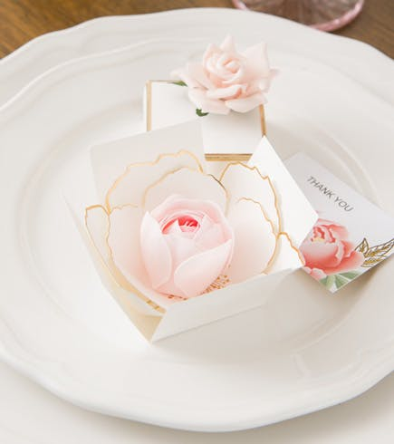 White and Metallic Gold Surprise Bloom Unfolding Flower Favour Box | Confetti.co.uk