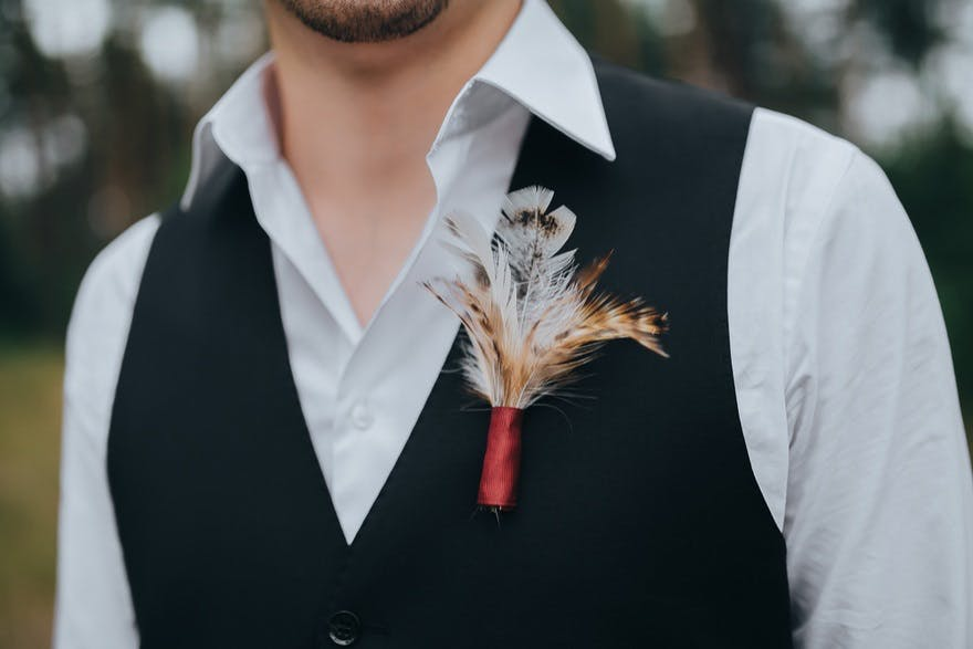 Buttonhole feather | Confetti.co.uk