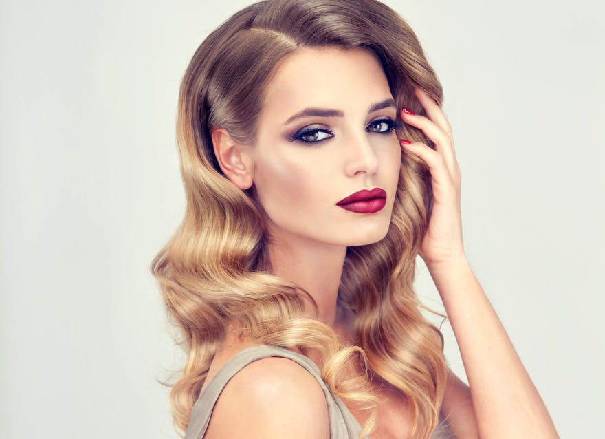 Hollywood Glamour Hairstyles - Glamorous Makeup Ideas - Red Lips and Dark Eyes | Confetti.