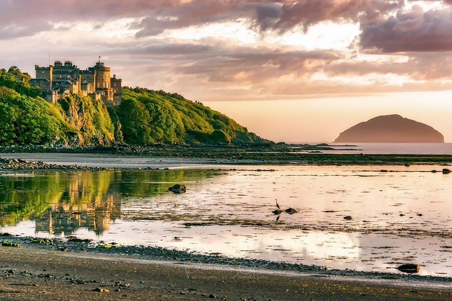 Culzean Castle 18th Century Clifftop Castle in Ayrshire, Scotland by the Firth of Clyde with Views Toward Ailsa Craig – Photo by PictureSQue, Photography by Samuel Quinn | Confetti.co.uk