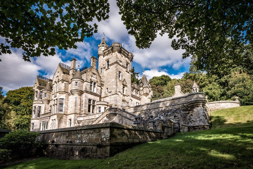 Kinnettles Castle Beautiful Scottish Wedding Venue in Angus, Scotland - Kinnettles Castle Summer Wedding | Confetti.co.uk