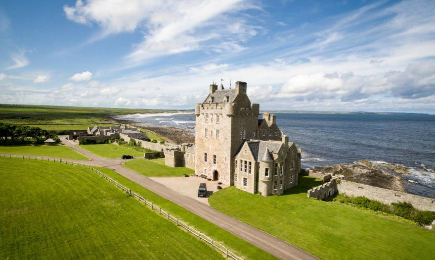 Luxurious wedding venues Ackergill Tower Scotland | Confetti.co.uk