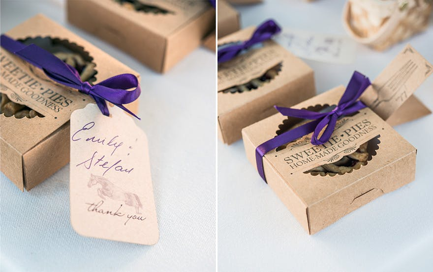 Homemade Baked Sweetie Pies Rustic Wedding Favour Ideas   Confetti.co.uk