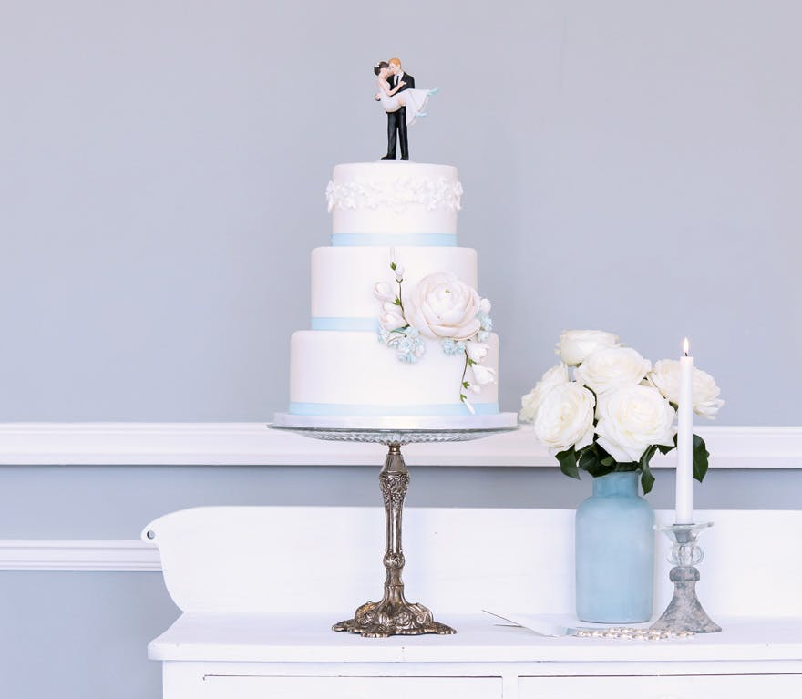 Wedding Cake Stands That Are Pure Wedding Goals Confetticouk