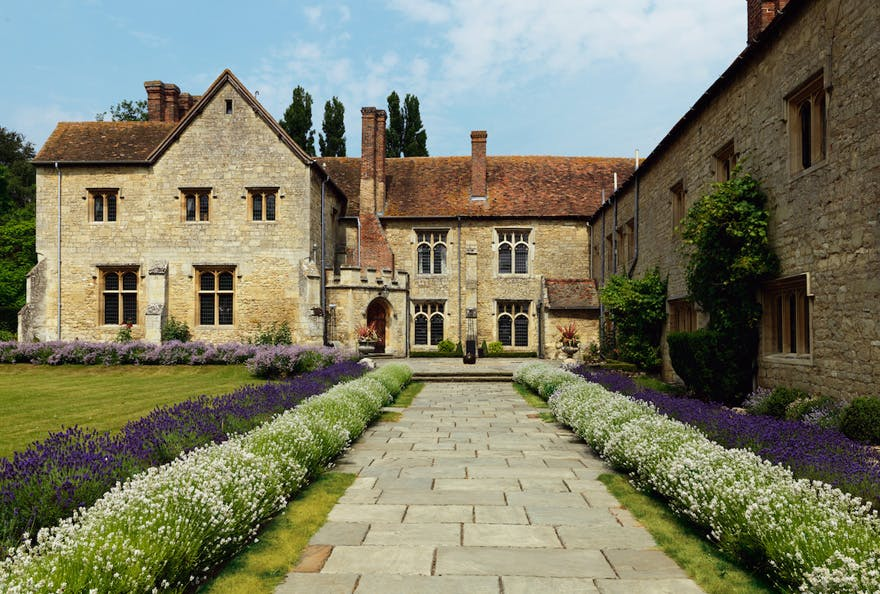 Notley Abbey Country House Wedding Venue in Buckinghamshire | Confetti.co.uk