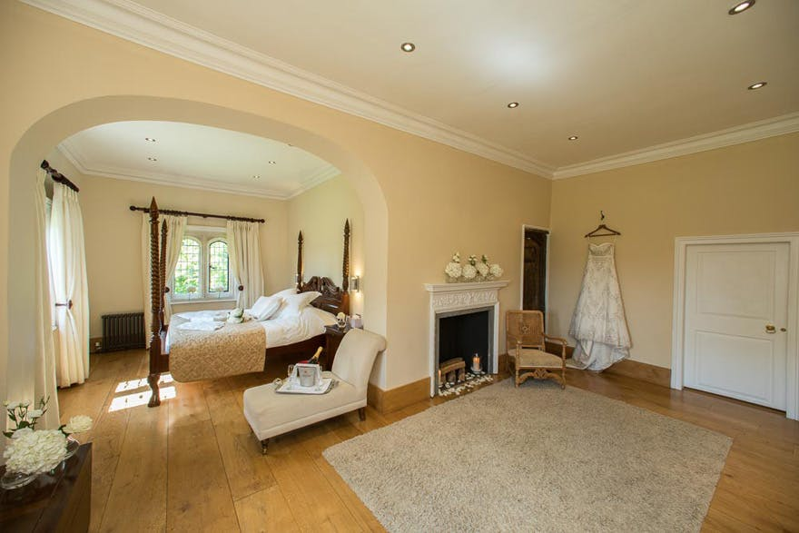 Notley Abbey Luxurious Bridal Suite | Confetti.co.uk