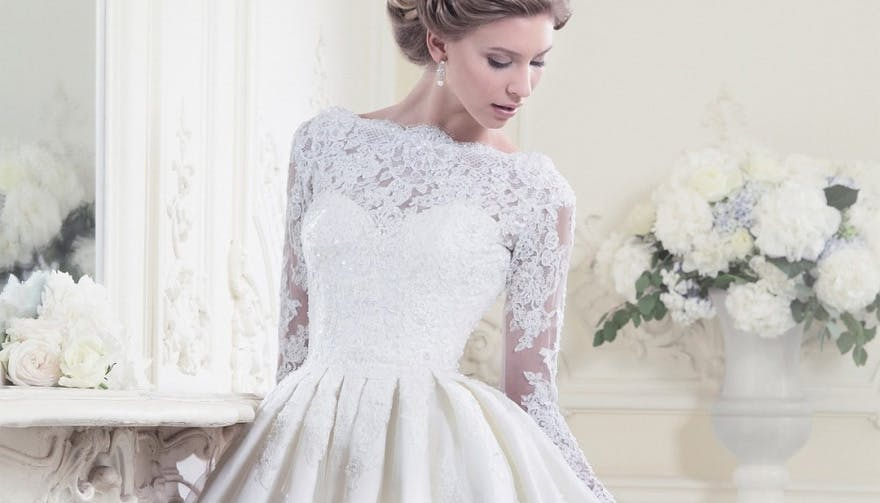 58301c7b8cc Vintage Wedding Dresses  7 Dreamy Wedding Dress Styles For Brides Who Love  Vintage