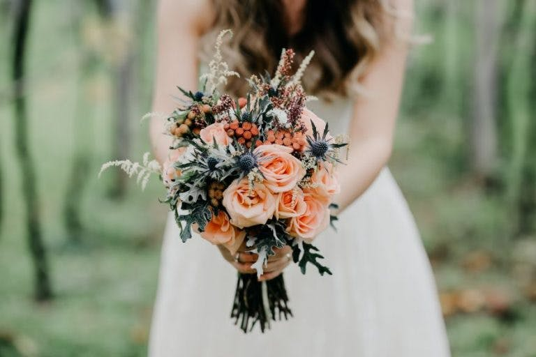 peach-and-cream-rose-wedding-flowers