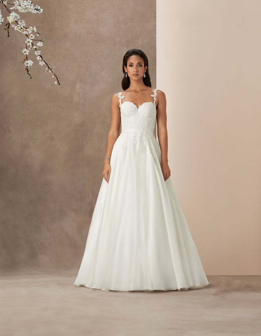 16 Classy Wedding Dresses With Straps For Summer Weddings