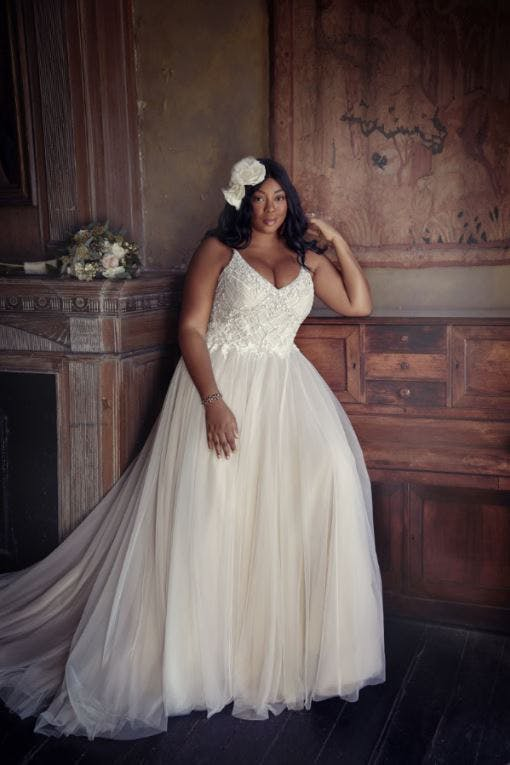 wedding-dress-with-straps-for-curvy-brides