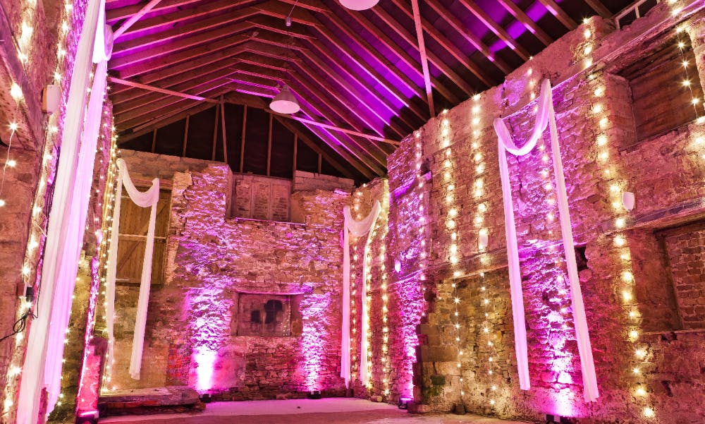 lighting-ideas-for-barn-weddings