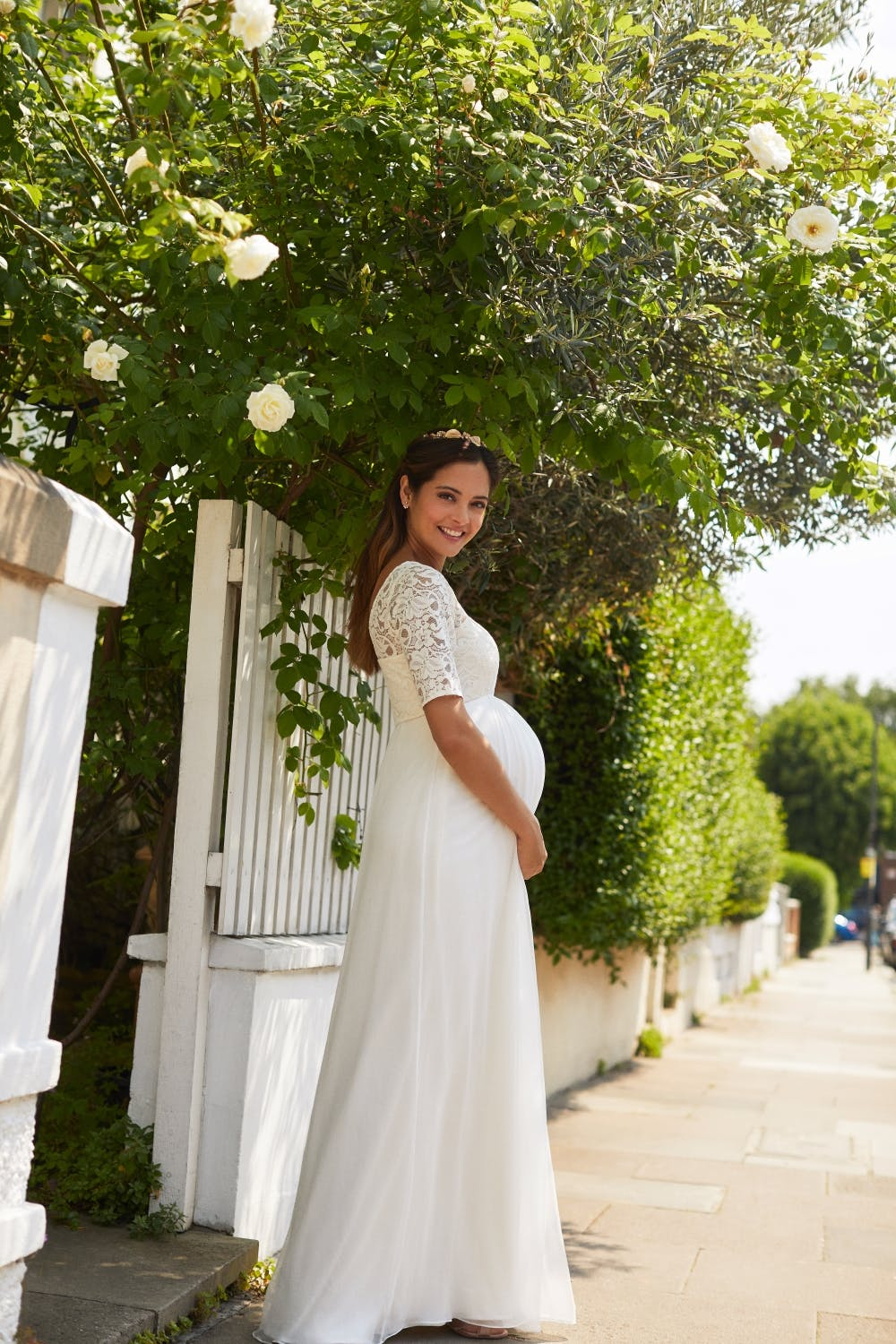 long-sleeve-lace-wedding-dress-for-pregnant-brides