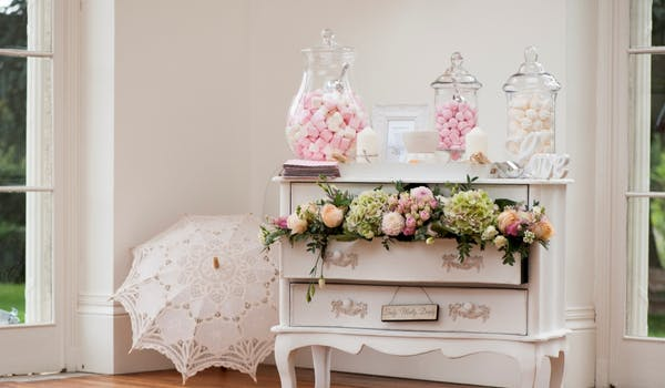 unusual-wedding-sweet-table