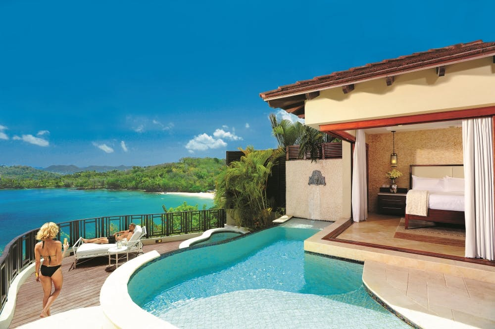 honeymoon-suite-with-private-pool