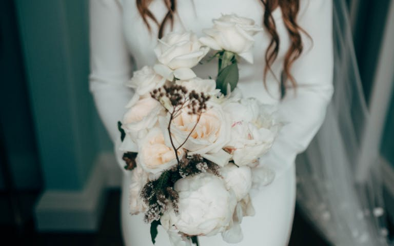 bleached-wedding-flowers